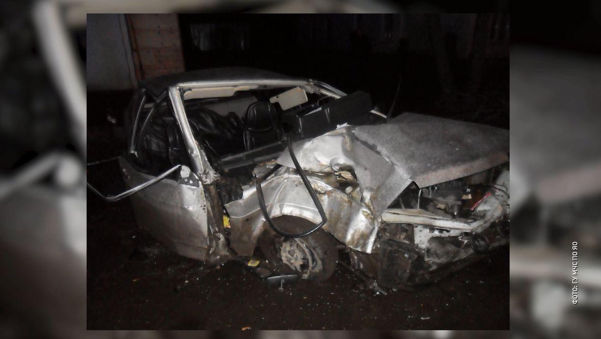 В Ярославской области в Угличе ночью разбилась отечественная легковушка