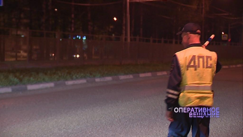 На проспекте Толбухина в Ярославле перевернулась иномарка с пьяным водителем