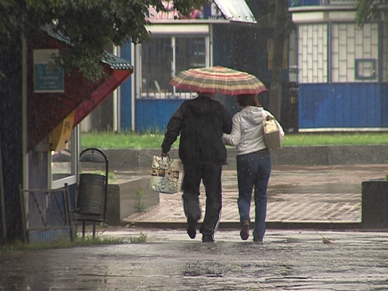 Синоптики рассказали, когда прекратится сильный ливень: введен оранжевый уровень погодной опасности
