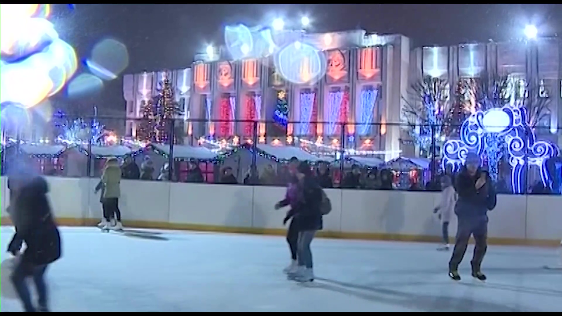 «А у нас снеговик пустился в пляс»: в Ярославле продолжаются новогодние гуляния