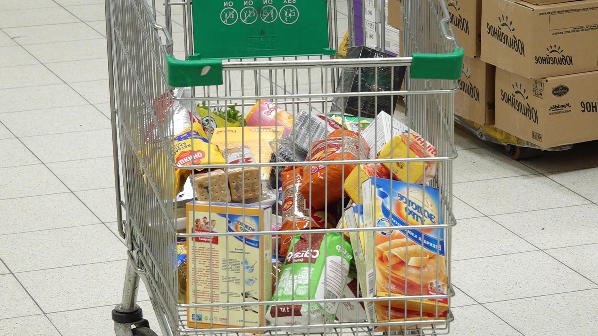 Новости о коронавирусе вызвали ажиотаж в продуктовых магазинах Ярославля: хватит ли на всех тушенки