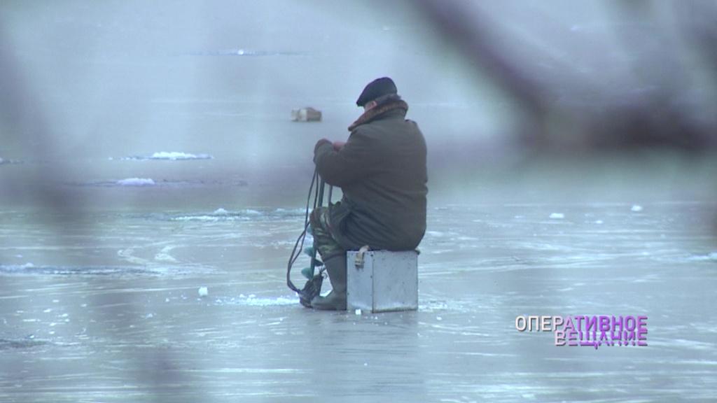 На Плещеевом озере оторвалась льдина с рыбаками